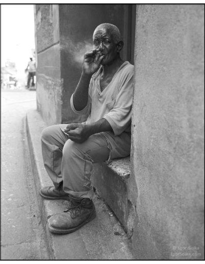 Santiago-de-Cuba-Мужчина-с-сигарой